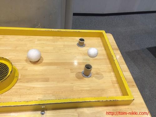 浮かぶボール